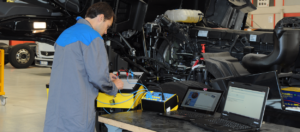 Electrical troubleshooting on industrial vehicle with Exxotest breakdown box